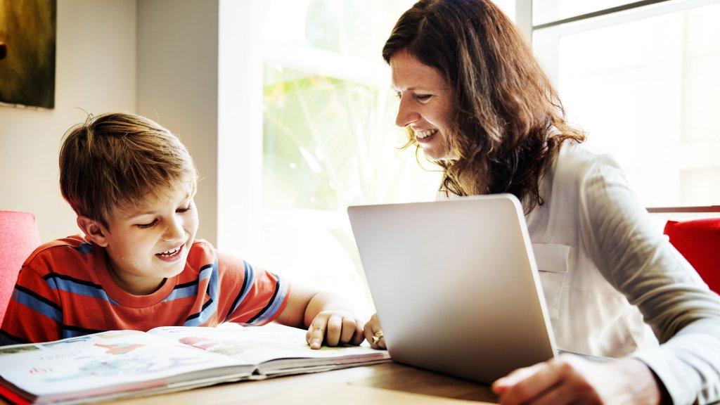 An effective digital communication between parents and teachers using School Management System